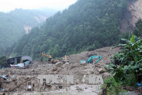 Ủng hộ miền núi bão lụt