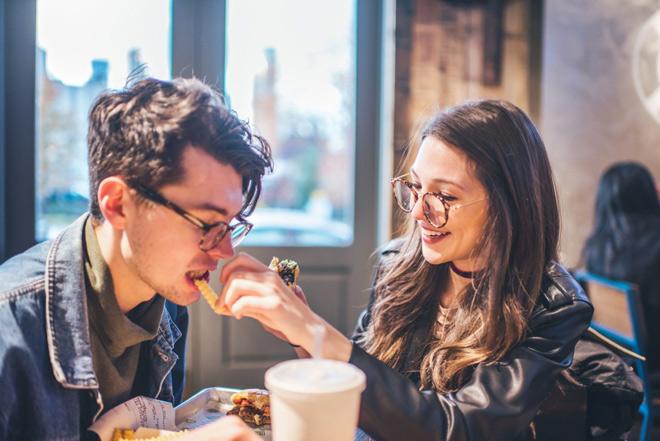 Cô gái chia tay người yêu chỉ vì anh chàng không đủ điều kiện trả toàn bộ bữa ăn ra mắt