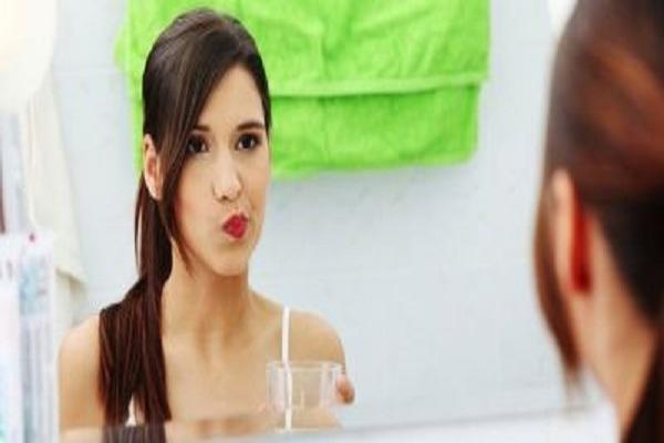 Cách làm giảm đau răng khi súc miệng bằng nước muối