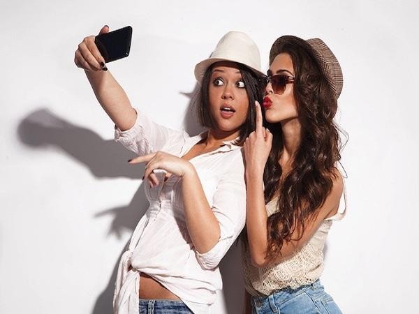 Cách selfie đẹp nên chọn góc mặt