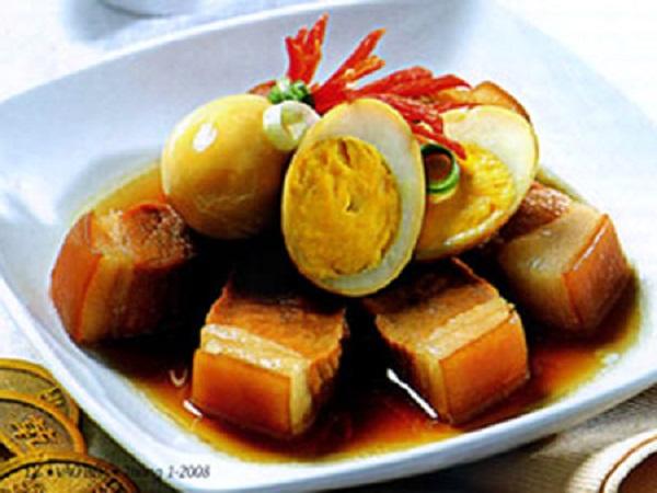 Cách nấu thịt kho trứng nước cốt dừa