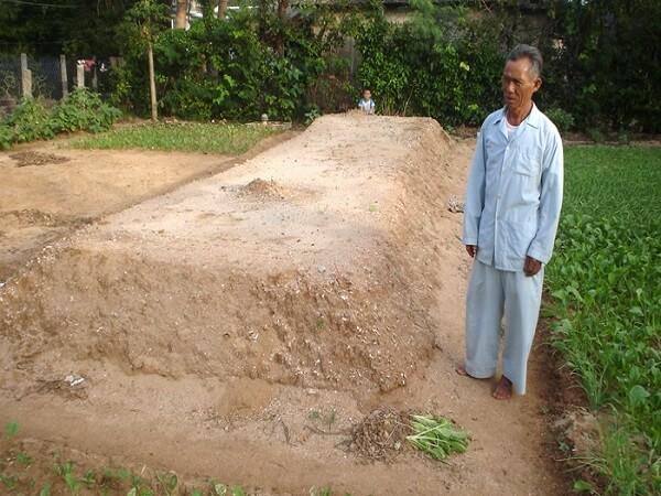 hàng ngàn ngôi mộ không xác chết