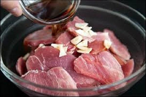 Cách ướp thịt chiên với sả ớt