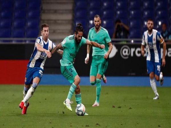 Real chính thức tạo ra cách biệt 2 điểm với Barca