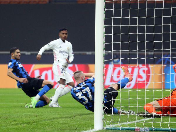 Bóng đá quốc tế 26/11: Sao trẻ là thần may mắn của Real